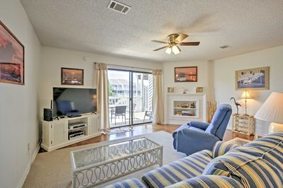 The townhome features 2 bedrooms and 2.5 bathrooms for 6 guests!