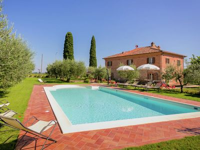 Photo for Villa at 300-m altitude, with private swimming pool and views of Cortona
