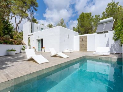 Photo for Modern Holiday Home with Pool, Terrace, Wi-Fi and Private Parking
