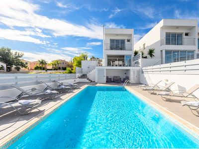 Ayia Triada View - A modern 4 bedroom Villa with private pool