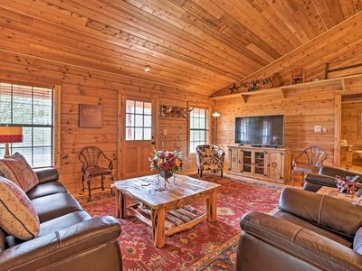 Photo for Peaceful New Braunfels Cabin w/ Views!