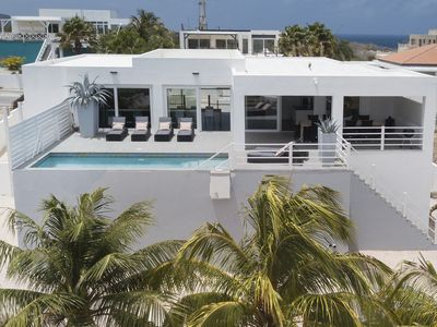 Villa Endless Ocean, a great familie home with private pool for 10 persons
