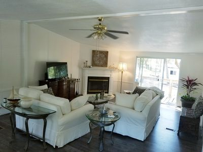 PINK PEARL of THE POINT --Affordable 3 / 2  One block to ICW--6 minutes to Beach