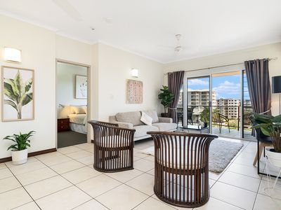 Photo for Huge CBD Top Floor Apartmnt - Spectacular Views! Perfect for Families & groups