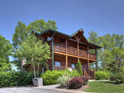 Photo for Mountain Beauty, Pet Friendly, Close to All Attractions! Hot Tub, Arcades &Pool!