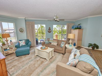 Photo for Awesome condo in Beachfront Building with Pool & private beach access!