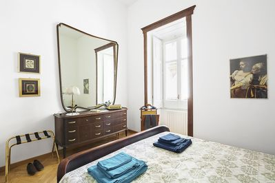 Master Bedroom: King Size Bed, Chest of Drawers, Large Mirror, Luggage Rack