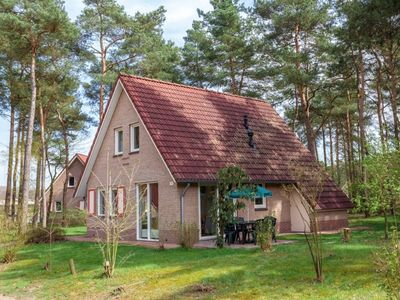 Photo for Bungalow in the holiday park Landal Landgoed 't Loo - Recreational lake with zip wire