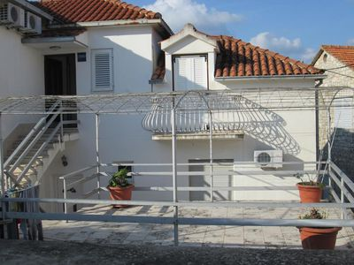 Photo for Apartment in Jelsa (Hvar), capacity 4+0