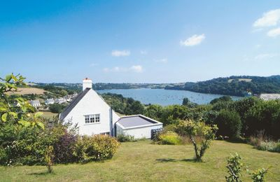 Penveron is a detached cottage with stunning views over the Dart Estuary
