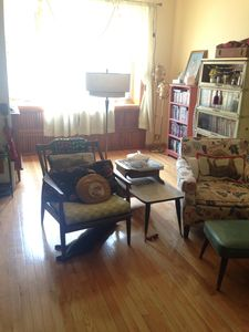 """The living room features a comfortable couch that can sleep 1 adult and 36"""" tv."""