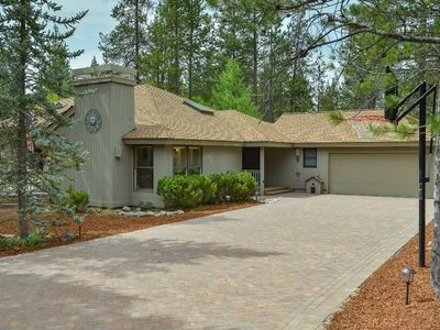Photo for 8 Cultus Lane: 4 BR / 3 BA home in Sunriver, Sleeps 10