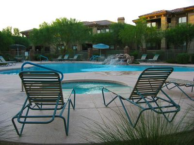 Relax and enjoy the 3 heated pools, 3 spas, 2 gyms, and gas BBQ grills poolside!