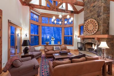 416 Benchmark - Formal living area with vaulted ceilings