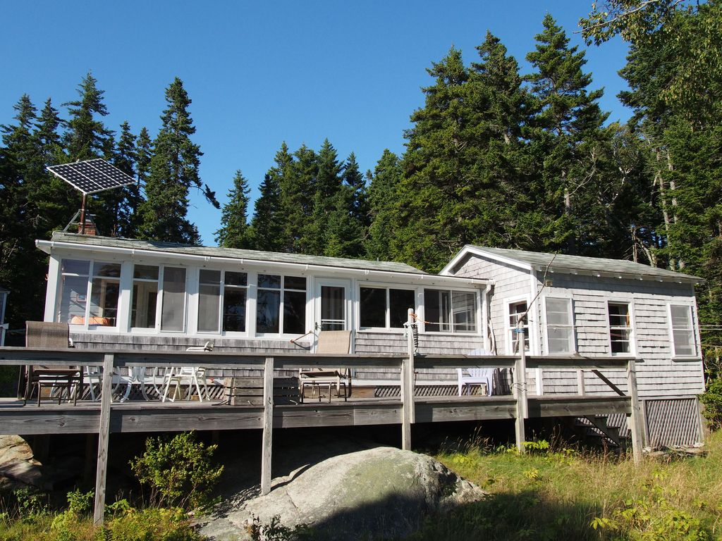 Oceanfront cottage in downeast maine with s homeaway for Cabin rentals in maine with hot tub