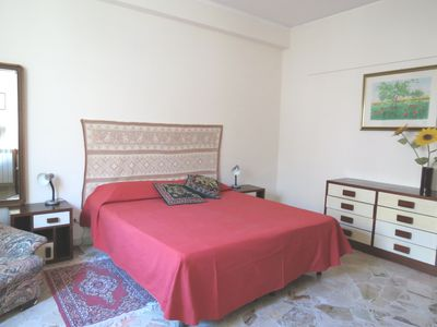 Photo for For 4-5 people, central, well connected, elevator, heated, air conditioned, wifi