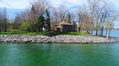 Awesome Incredible 6 Bedroom Waterfront Cottage Home On Lake Erie Ontario Canada Fort Erie Complete Home Design Collection Papxelindsey Bellcom