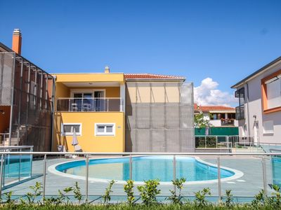 Photo for Spacious apartment with terrace and shared pool near the beach in Funtana