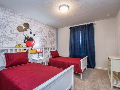 Photo for BRAND NEW, GATED RESORT COMM., FREE WIFI, BBQ GRILL, PRIVATE SCREENED POOL, CLOSE TO DISNEY!!