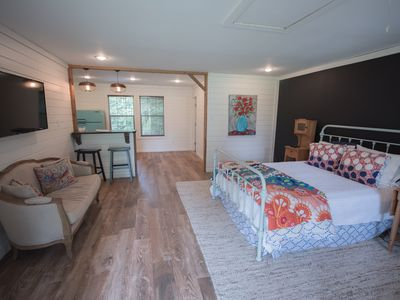 1BR Guest House Vacation Rental in Shreveport, Louisiana ...