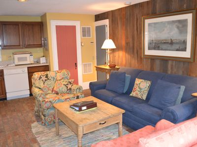 Columbia-Mariner House- One bedroom, one and one half bathroom apartment........