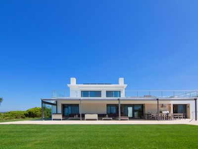Photo for Deluxe five bedroom villa beside Quinta do Lago lake A342