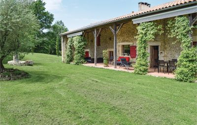Photo for 5 bedroom accommodation in Ste Gemme Martaillac