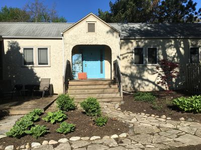 Great Studio 1 1/2 blocks to the beach at Lake Michigan ! Large yard to relax in