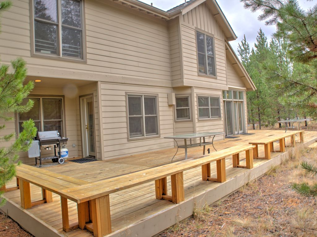 large deck new tub new gas fireplace open floor plan poplar