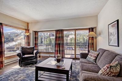 Welcome to our elegant condo, boasting an ideal slopeside location!
