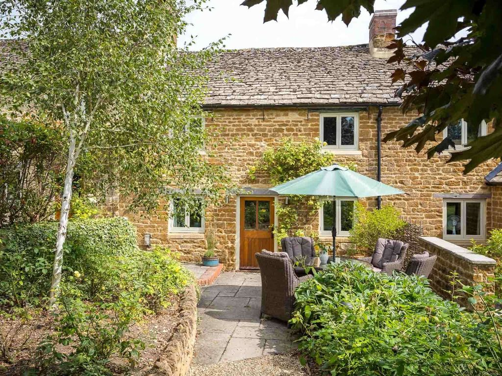 Rambling rose cottage a beautiful cotswold stone cottage for Rose cottage