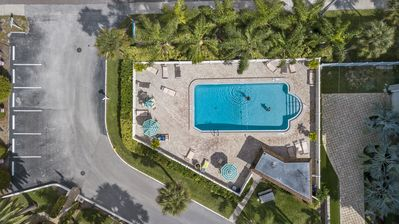 Photo for Siesta Beach Condo Rental with direct beach and pool access