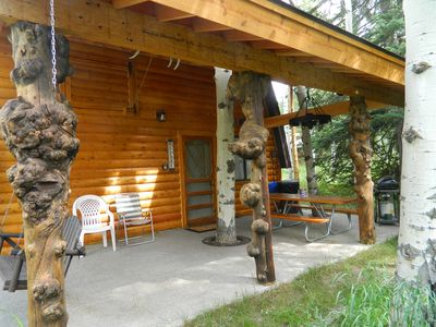 Wooded Bliss Two has a West facing front porch with a porch swing for enjoying sunsets over the Continental Divide. There's also a gas barbecue grill and a picnic table for your outdoor meals.