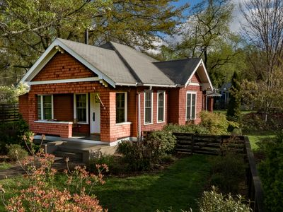 Photo for Deluxe Downtown bungalow sleeps 7+!