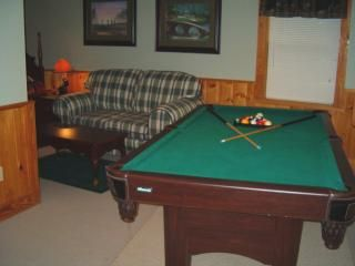 Best location so close to Dollywood  hot tub 3 levels pool table sleeps 6 ;)