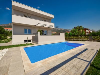 Photo for Nice apartment for 8 people with WIFI, A/C, private pool, TV and parking