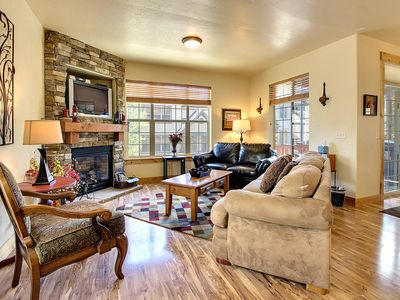 Photo for Cozy w/private hot tub, jetted tub + shared pool! Easy access to 3 ski resorts!