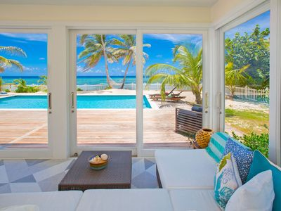 Babylon Reef: Recently Renovated Villa with Backyard Snorkeling and a Crystal Blue Pool
