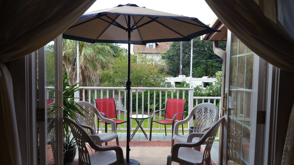 Short Walk to Beach, 3 BR, 2 BA, Off Street Parking, Wi-Fi