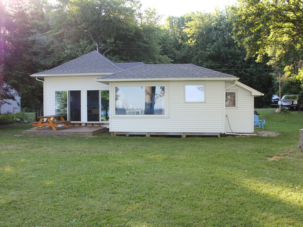 South Shore Sunsets Oneida Lake w/Sandy Beach, HUGE YARD on Private Road