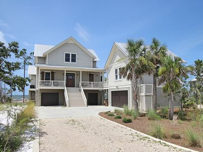 Photo for Bayfront, fire pit, beautiful area, comm pool, elevator