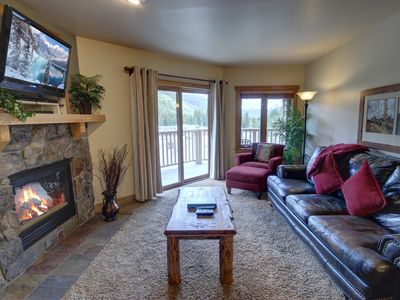 Photo for This Red Hawk Lodge condo located on the third floor features mountains views, updated kitchen with granite countertops and stainless steel appliances. Outdoor pool and hot tubs located in the south side of the building overlooking the ski slopes!