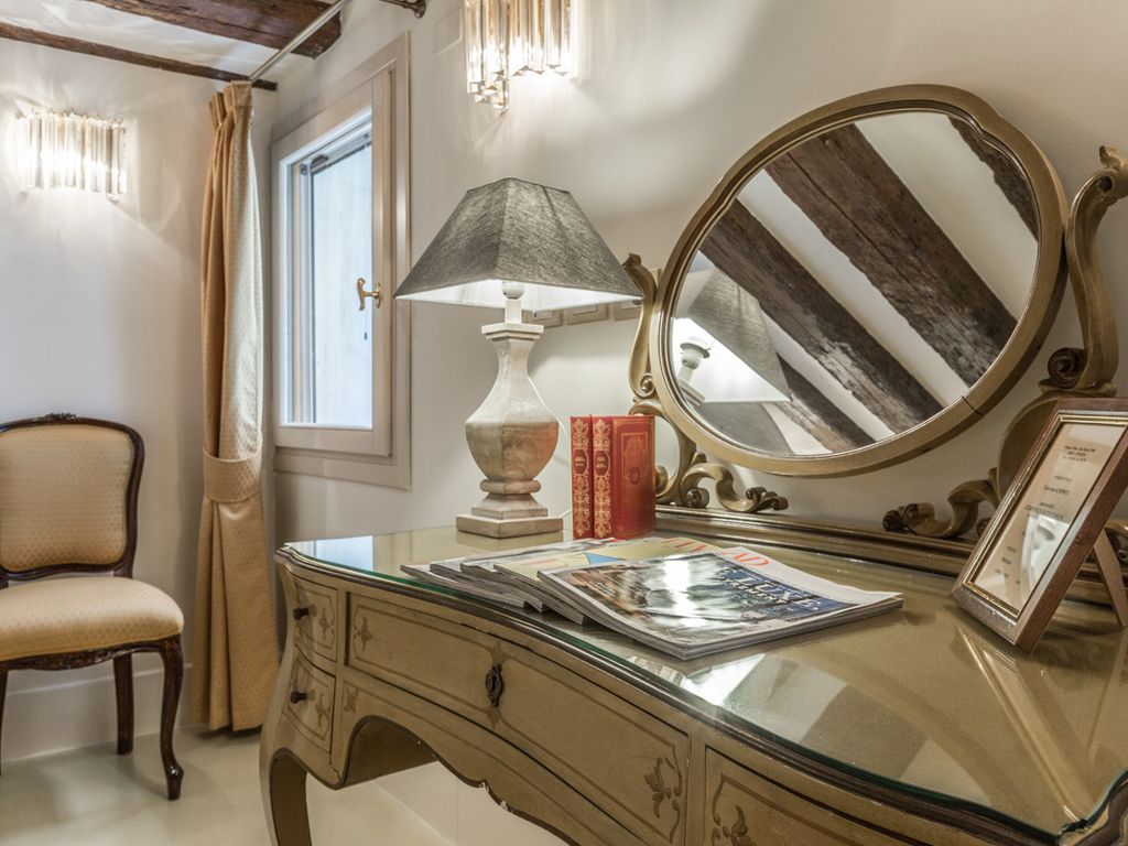 Grand Canal Luxury Apartment In The Heart Of Venice San Trovaso  # Table Tele Grand