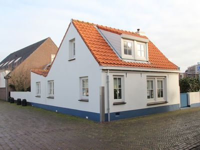 Photo for Beautiful cottage in the center, 7 min from the beach with parking!