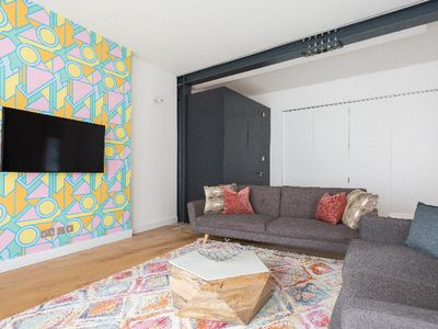 Photo for The Notting Hill Nook - Bright & Quiet 2BDR Apartment