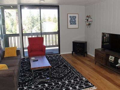 Photo for Beautiful 1 Bedroom with Additional Sleeping Space, 2 Bathroom, Nicely Remodeled, Bright Condo to En