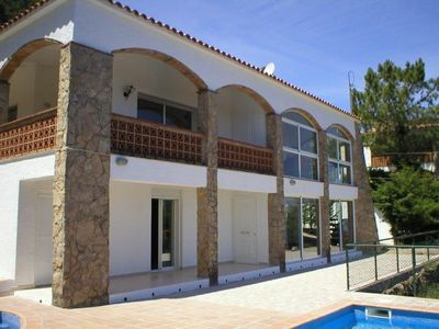 Photo for Beautiful house with private pool and sea views