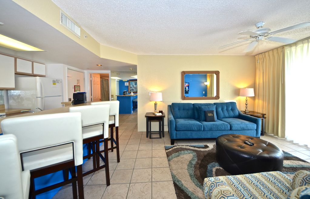Big Kahuna Suite Pristine accommodation with pool and hot tub access!