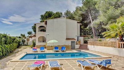 Photo for Great family villa with pool and AC, no car required!