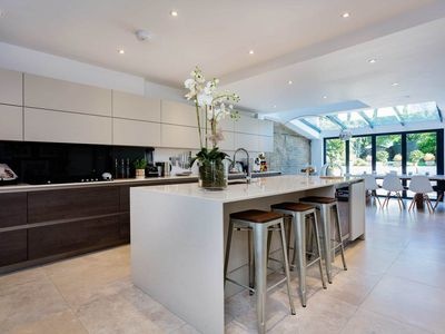Photo for Simply amazing! 5BR home in Clapham, easy way to Central London, by Veeve